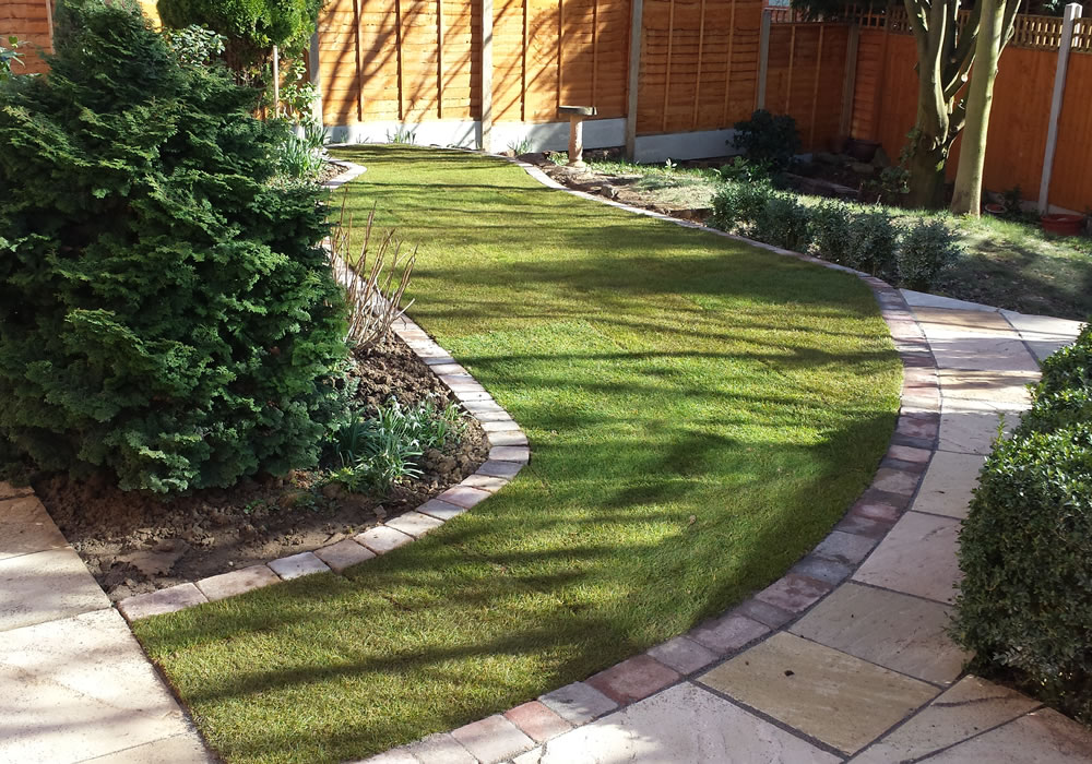 Turfing contractor derby turfing services nottingham for Garden decking nottingham